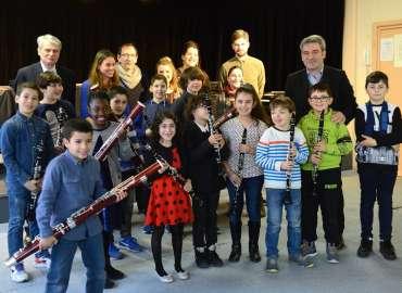 Remise des instruments aux jeunes Rissois du projet DEMOS