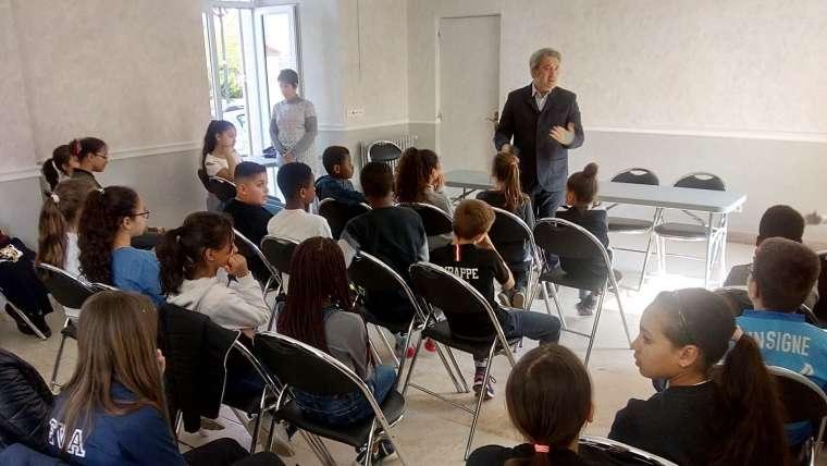 Ris-Orangis : Dialogue citoyen avec une centaine d'élèves de CM2