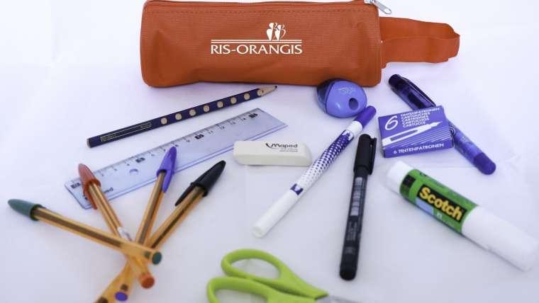 la Ville de Ris-Orangis offre une trousse d'école à tous les enfants des écoles élémentaires
